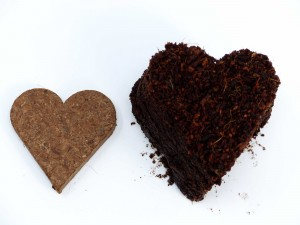 Kokosfaser Herzen Quellbeispiel von oben - Die Herzform bliebt bestehen