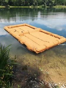 Schwimminsel für Pflanzen verkleidet mit Kokosmatten